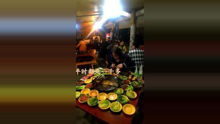 美女一个人吃一大桌子菜, 火锅吃出了最高境界, 属实是大胃王