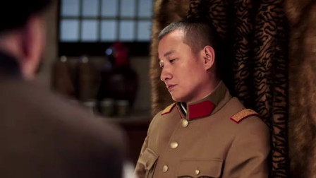 民国时期的军阀是怎样的形象,他见张学良第一件事就是使劲磕头!