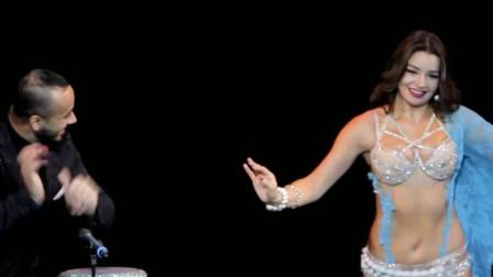 肚皮舞:美女与男子的默契配合,肚皮舞演绎的魅力十足,掌声不断