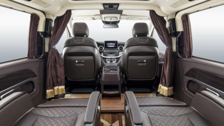 奔驰V260中排座椅过道拓宽并且升级木地板