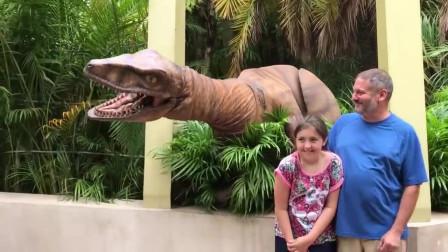 国外恶搞:外国人真会玩,恐龙来了快跑吧