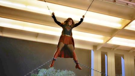 美女为了救无辜群众,被钢铁男用铁链五花大绑,差点被五马分尸
