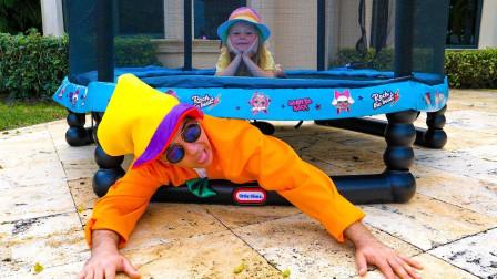 萌宝趣事多,小萝莉和玩具店老板躲迷藏,花丛里有条小蛇?好漂亮的手贴纸啊!