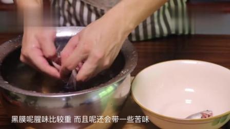 小鲫鱼怎么做好吃?小伙教您一道酥鱼做法,骨酥刺烂,一口一个