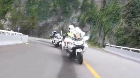 骑重机车去山里劈弯,感觉真的很不错!