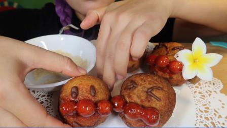 美食之巧克力夹心面包 吃播小姐姐:搭配花生粉更加美味!