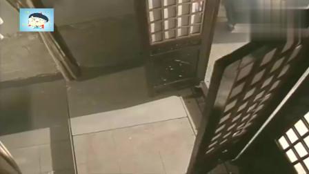 《鹿鼎记》韦小宝第一次见到陈近南就抱大腿认爹,这脸都不要了