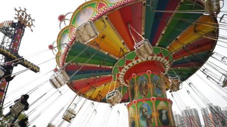 游乐场好玩的设备玩具视频 旋转飞椅