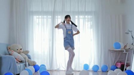 大长腿二次元美女家中热舞 颠覆你对二次元的理解