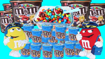 小猪佩奇糖果店售卖彩色巧克力豆 可爱M豆前来购买零食