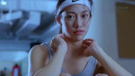 吴辰君在健身房健身,一个男子不断地展示自己的实力相关的图片