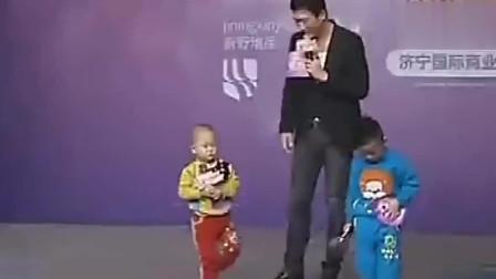 张峻豪赶到济宁突发高烧,坚持生病录制节目,为了成名真够拼的