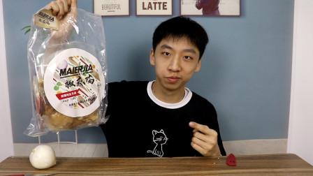 小伙第一次试吃新疆特色美食手撕椒麻鸡,好吃到根本停不下来!