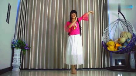 小芒广场舞《多余的温柔》,小姐姐穿这个裙子真好看,表示已心动