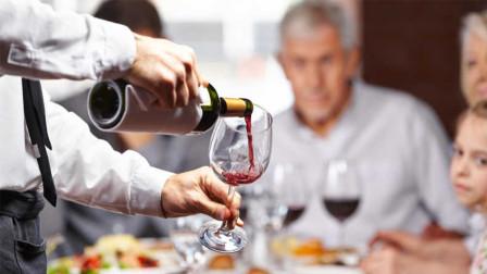 喝红酒的时候,为什么只倒杯子的三分之一?