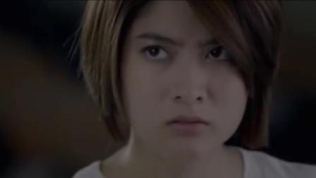 泰国恐怖电影《午夜大学》传说当中的猛鬼教室 里面坐满了鬼魂 午夜12点就会准时出现