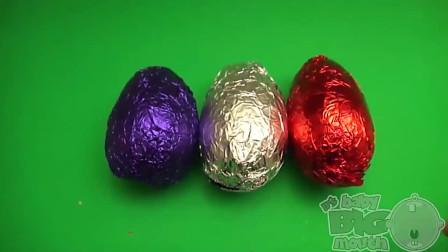 曲奇蛋巧克力蛋壳里面装着各种各样的组装小玩具