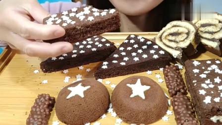 漂亮吃播小姐姐吃巧克力蛋糕,吃起来清爽宜人,醇厚丝滑!