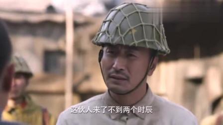日军正在做饭,八路军用衣服堵烟囱,浓烟熏出鬼子,太逗了