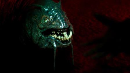 学校在地下开采资源,竟挖到了怪兽巢穴,全校师生都被怪兽吃掉了