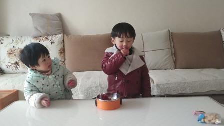 宝宝吃红心火龙果搞笑视频 萌娃吃播 宝宝说吃火