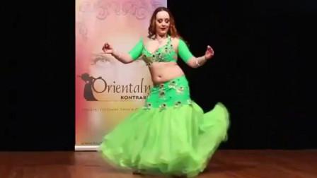 肚皮舞:凯特琳娜国际肚皮舞女神,跳的真不错,一不小心被迷住了!