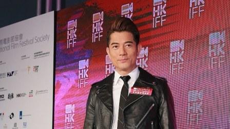 这就是娱乐圈 2019 郭富城亮相香港国际电影节,穿条纹西装发型抢镜