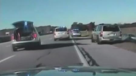 10岁男孩大胆开车 公路狂飙32公里被逼停