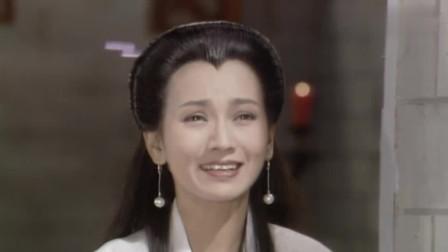 小青出关便来到雷峰塔下,与白素贞互唱一首歌,道出姐妹情深!