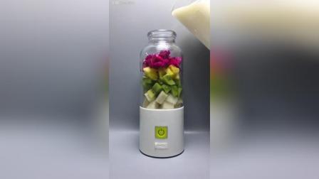 五彩缤纷的水果酸奶汁 准备水果雪梨, 猕猴桃, 菠萝, 火龙果
