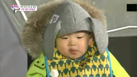 韩国三胞胎大口狂吃烤棉花糖,吃货民国却吃出年糕味?