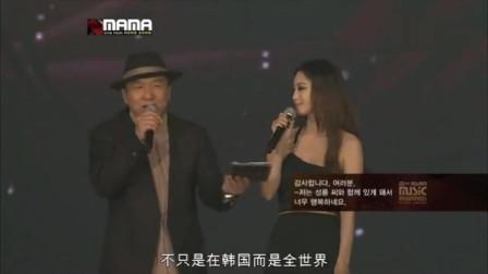 2012MAMA成龙大哥出场时韩星全部起立!很骄傲很自豪