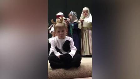 好温馨, 儿童唱圣诞歌迎接圣诞老人的来临