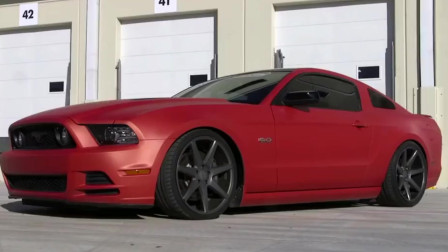 福特野马汽车喷成了红色,看完喷漆过程,知道到技术有多好