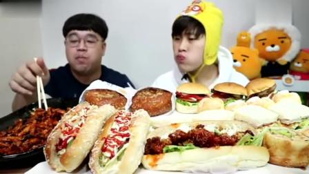 韩国吃播花猪小哥,吃面包片和萝卜泡菜三明治想吃吗