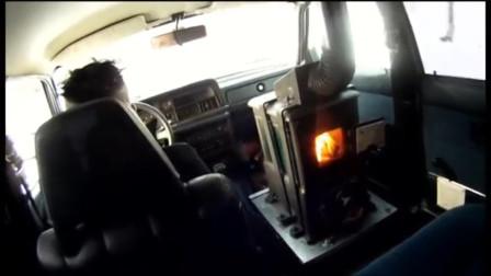 老外为了取暖,在汽车里装锅炉烟囱,边跑边冒烟不怕死吗?