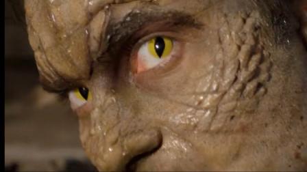 男友被鳄鱼咬伤,女孩只能眼睁睁的看他变异,最后竟成了头鳄鱼!