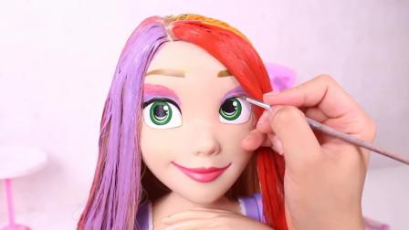 芭比娃娃美妆秀:为它染发打扮后你觉得漂亮吗?