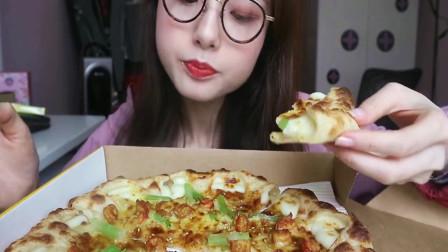 上海哎呦阿尤小姐姐吃披萨,看起来好好吃,好想吃!