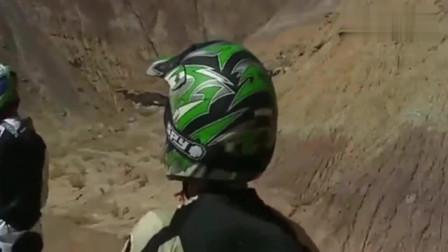 开个摩托都能上去技术真是没谁了,不得不让人佩服!