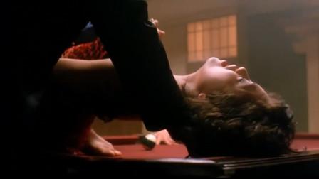 大B哥打台球,罚美女站在洞口,美女吓得连忙求饶!很精彩的一部香港经典电影