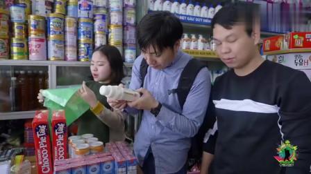 越南的香烟,价格太实惠了!中国小哥嫌价格太便宜,怕拿不出手