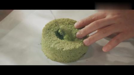 抹茶雪崩蛋糕:颜值超高的美食,你尝过雪的味道吗