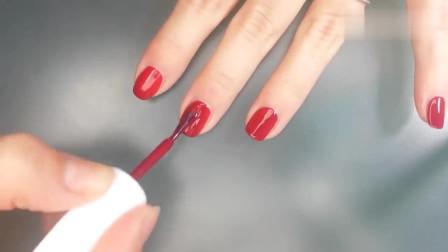 潮流美甲,显白纯红色美甲艳又单调,加点白色指甲油点缀一下  清新  自然 优雅