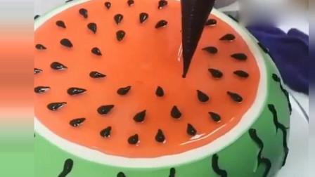 蛋糕师刚做的,好吃的西瓜蛋糕,太逼真了!