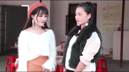 爆笑三江锅:女孩子相互攀比吹牛,老公骑着自行车来丢人