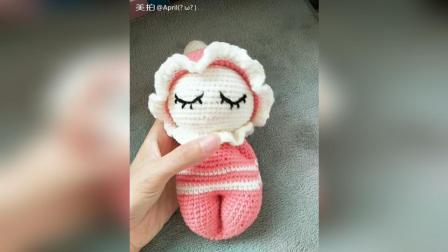 第一眼就被这个娃娃萌到了, 然后特别想自己钩织一个
