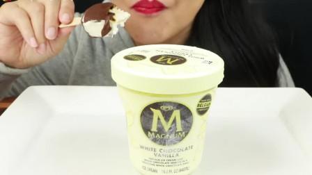 吃播:焦糖巧克力脆皮冰淇淋、白巧克力脆顶香草冰淇淋