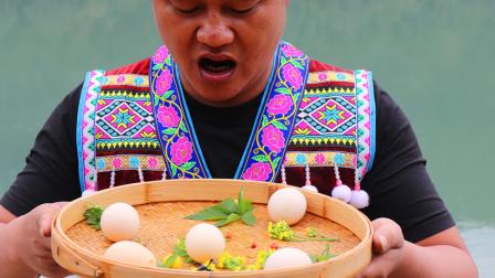 农村山野老哥,把5个生鸡蛋,打进滚烫的热油里,做一道美食
