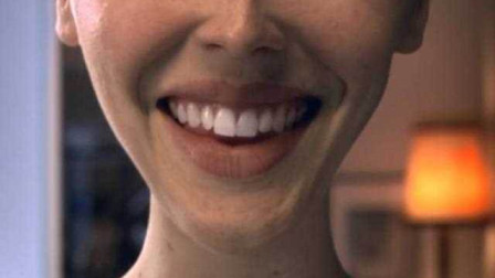 女孩的皮肤如同橡皮泥,可以随意捏成自己想要的容貌,终成网红脸!